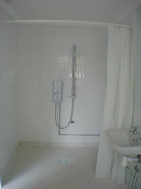 Level Access Shower without Shower Screens